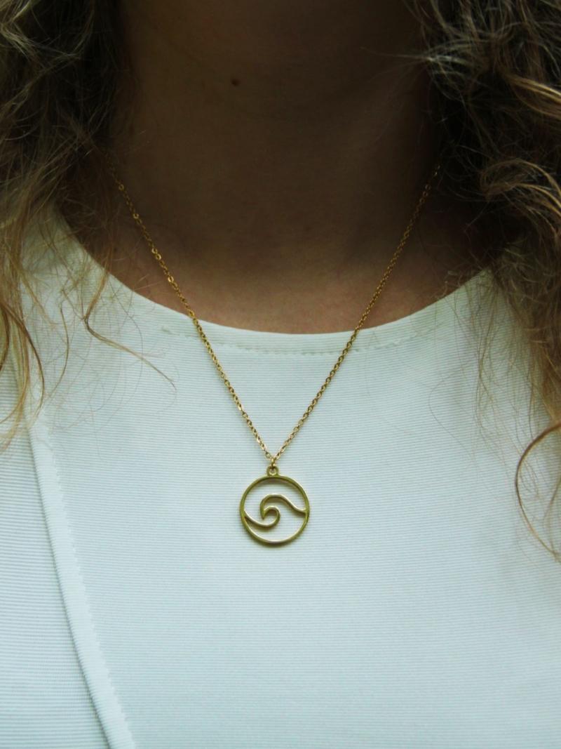 náhrdelník zlaté barvy vlna