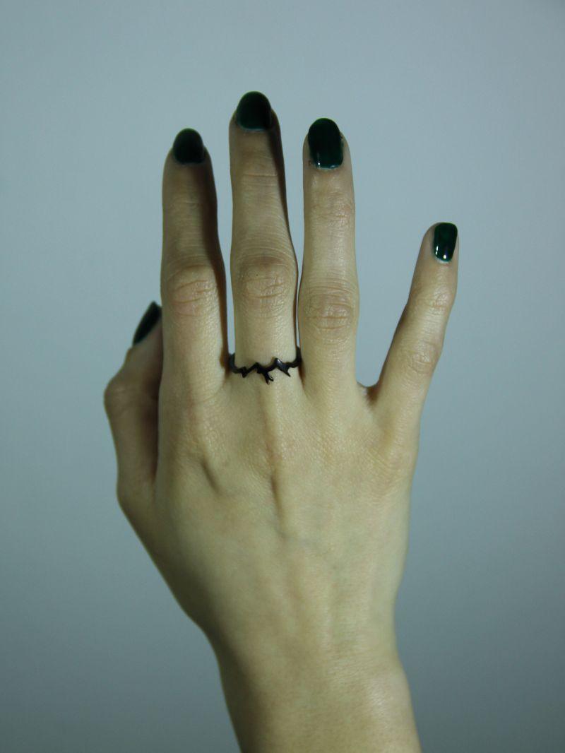 prstýnek s motivem hor černý