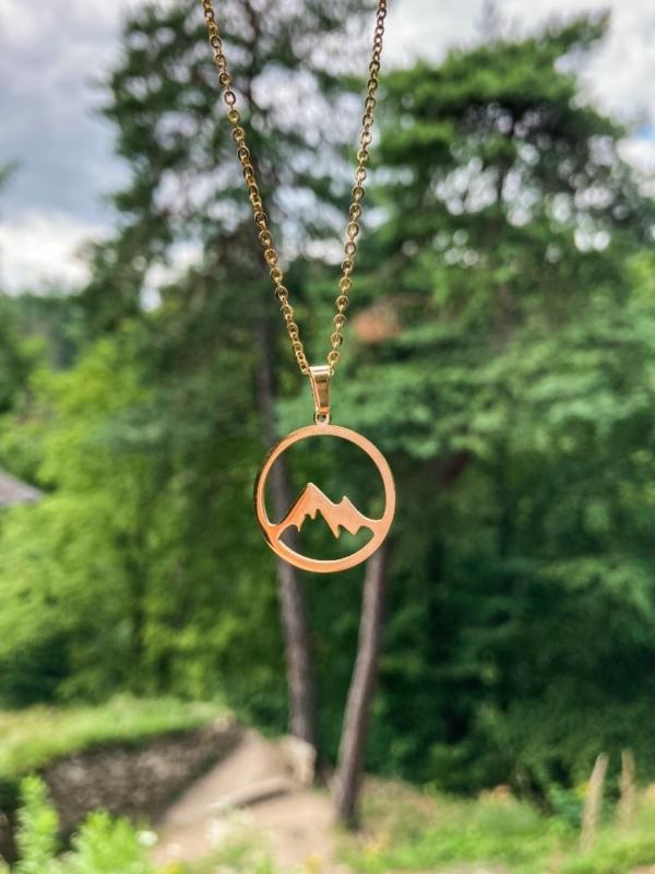 přívěsek náhrdelník hory zlatý